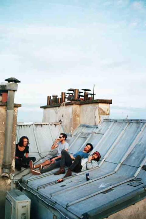 na dachu.