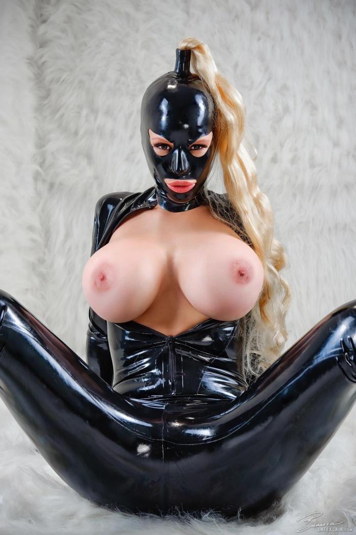 секс латекс маска