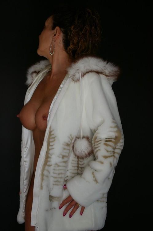 Fur Coat Nude Girls FuckaMouth 1
