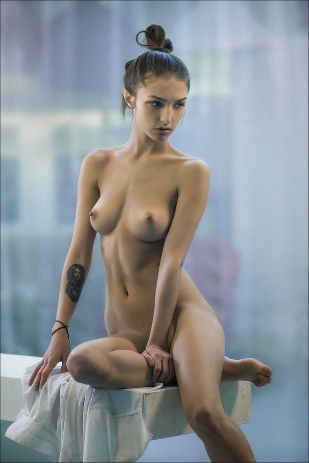фото красивых молодых голых женщин