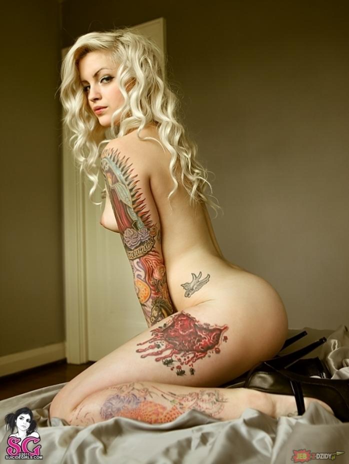 эро фото татуированных девушек