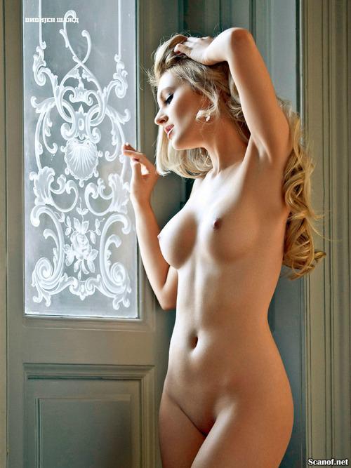 Фото галереи голой люси вивьен