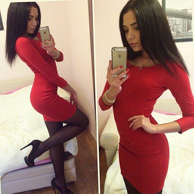 Красное платье в обтяг
