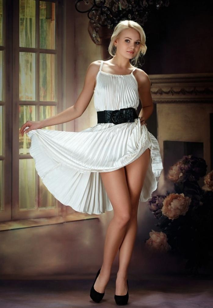 Порно фото красивые девушки снимают платья