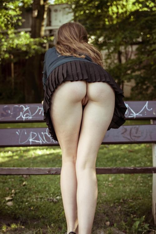 фото голых в юбке бесплатно