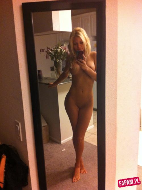голые девушки у зеркала без лица фото