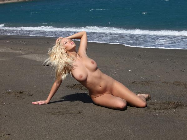Фото голые пляжные красавицы
