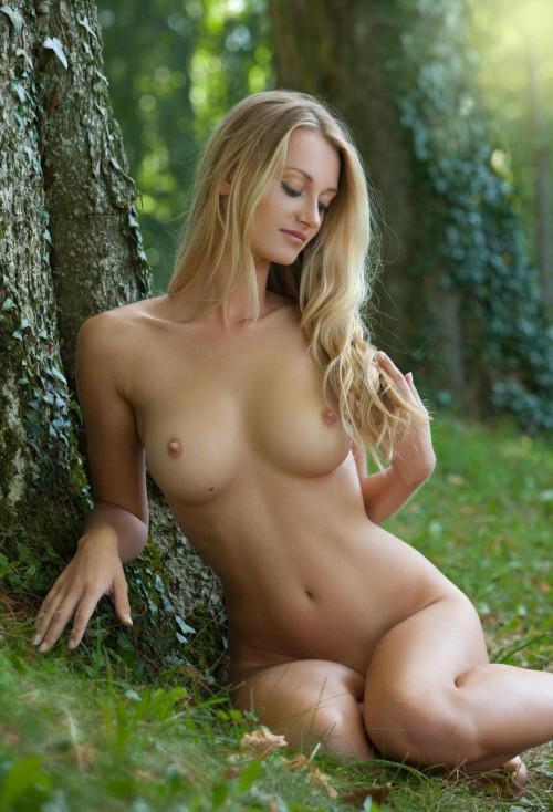 фотогалерея девушки голые