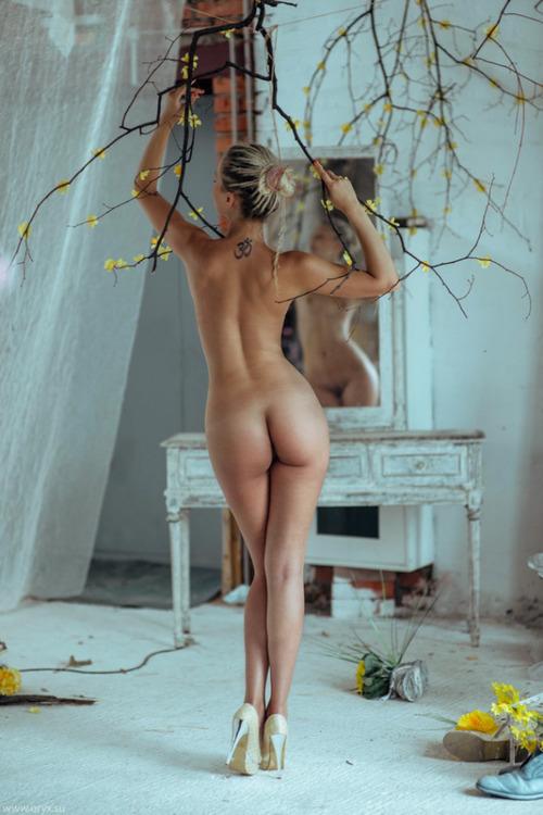 красивые девушки голые фото сзади
