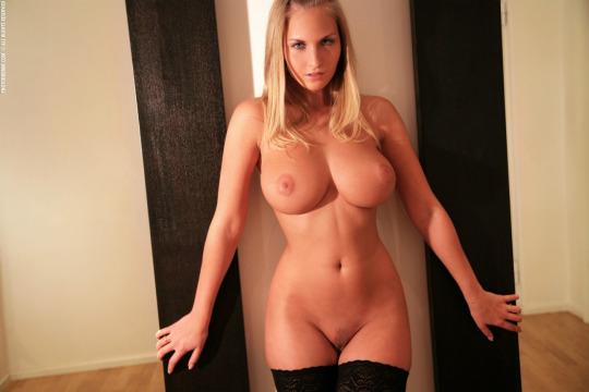 голая женщина фото большое
