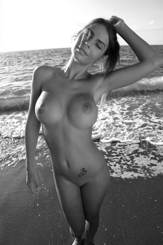 голые сиски в хорошем качестве