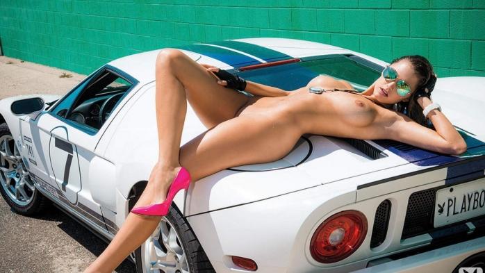 голые телки и автомобили фото